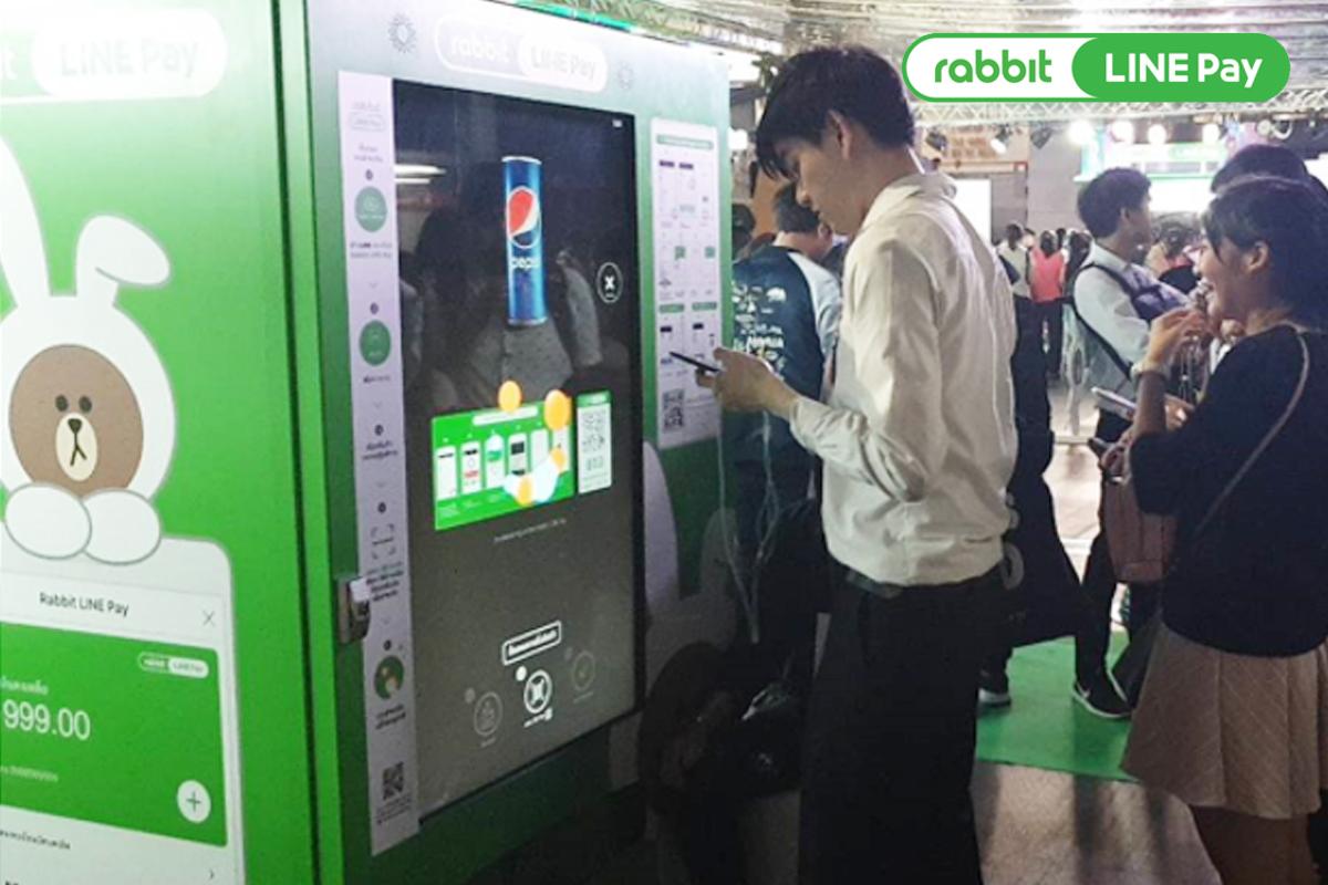 """เครื่องจำหน่ายสินค้าอัตโนมัติ """"Rabbit LINE Pay"""""""